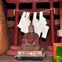天然痘よけの神様を祭っている「疱瘡神社」